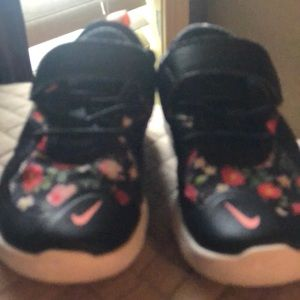 Toddler Nike shoe